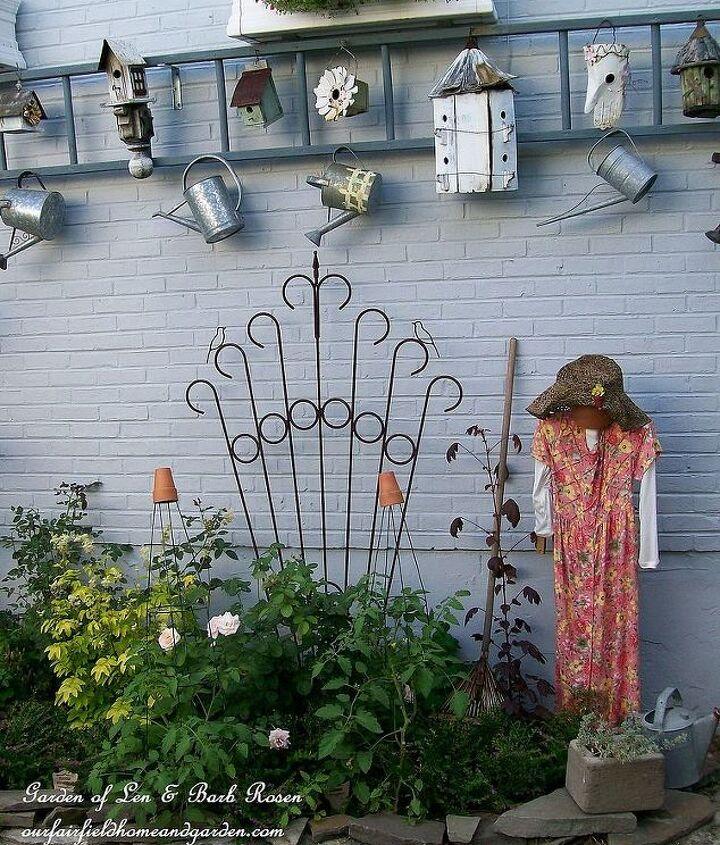 Old ladder used to make a garden display. http://www.hometalk.com/474822/garden-display-ladder