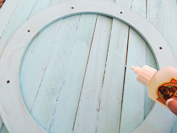 Use wood shims to create a fun 'pallet' backdrop for your wreath!