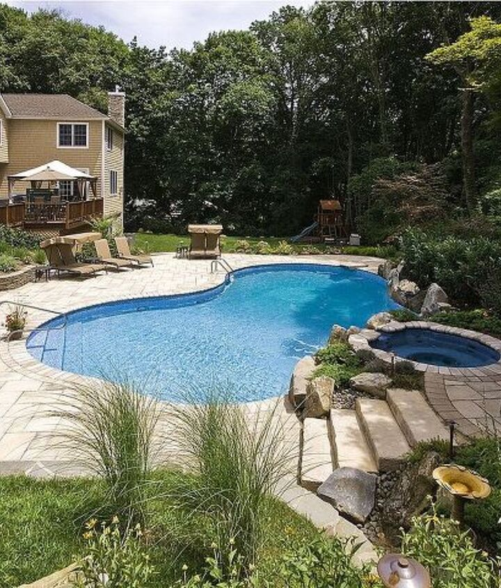 This project showcase is a freeform vinyl liner pool and spill over spa in Manhassett New York. http://www.deckandpatio.com/awards/Awards2008.html