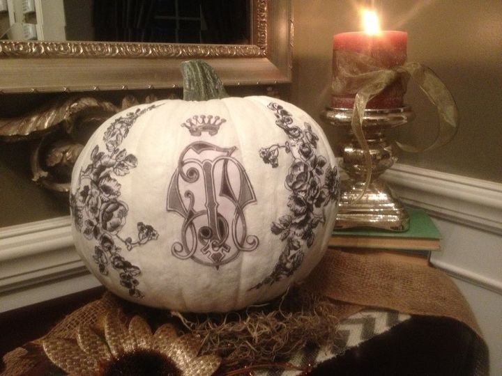 DIY: Monogrammed Pumpkin, using graphics from The Graphics Fairy.