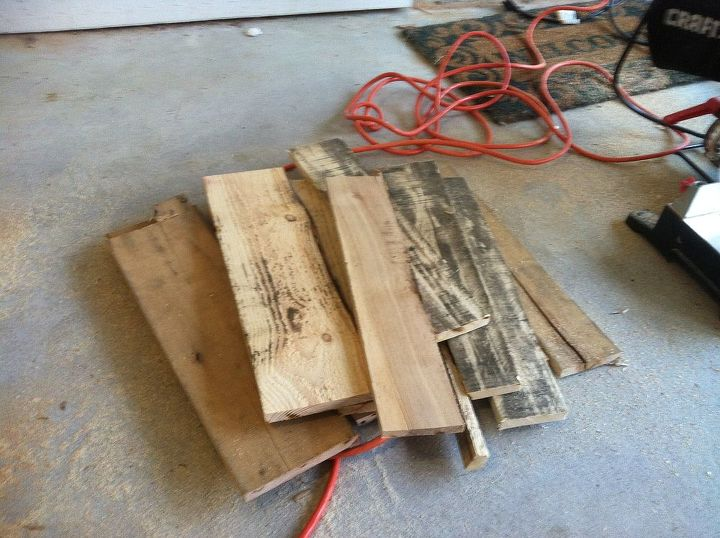 Cut the pallet into strips.