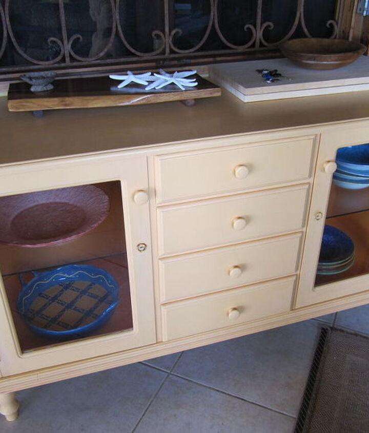 Service Dish storage unit in a B&B in Jamaica