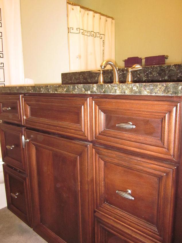 Door Style: Linden Elite Wood Species: Maple Stain: Toffee Verde Butterfly Granite