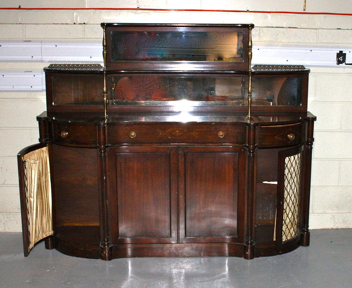 This is a huge Chiffonier