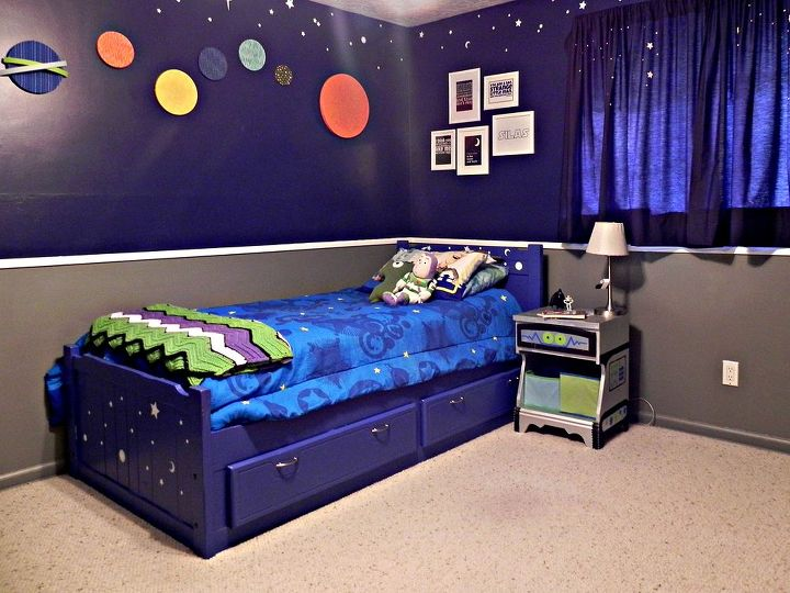 Space geek bed and robot side table