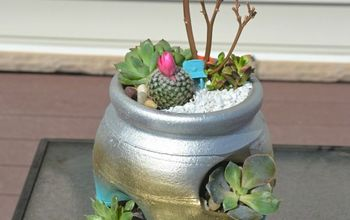 The Perfect Handmade Gift....a Strawberry Pot Succulent Planter!