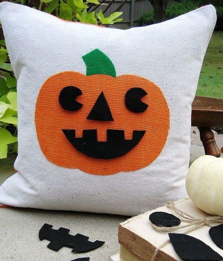Easy to make Jack-o-lantern pillow with interchangeable faces...fun!