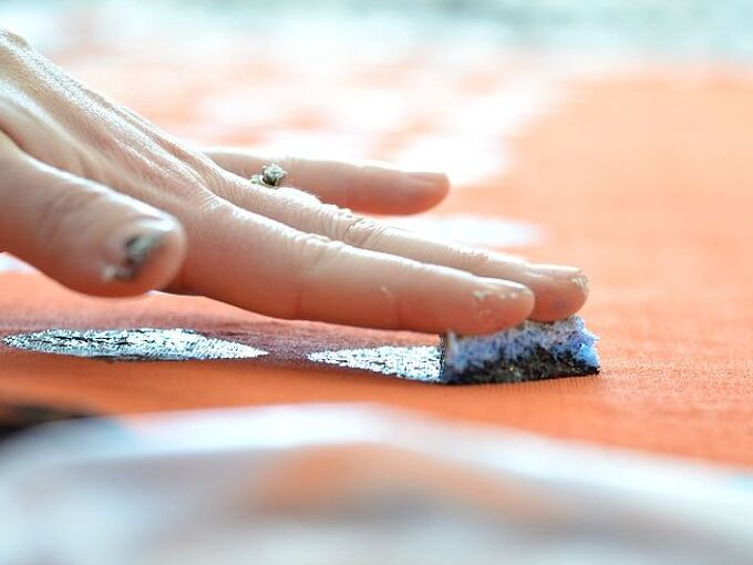 how to make a rug with a dropcloth and paint, crafts, flooring, painting, press the paint on lightly