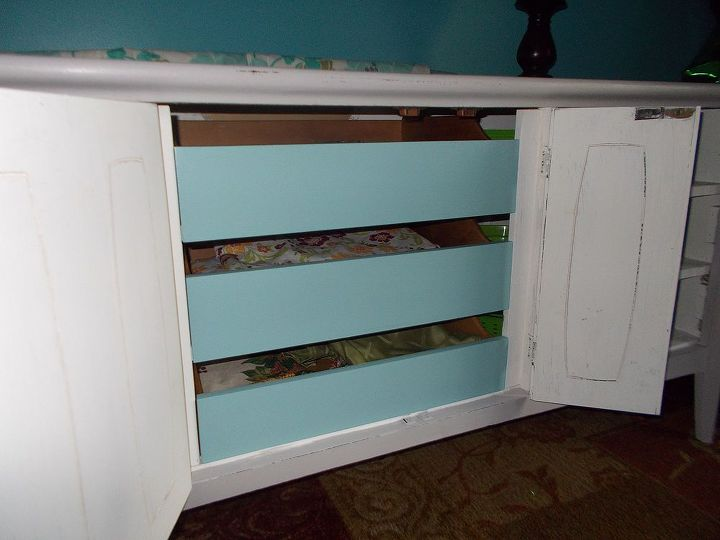 This is the drawers inside. I did manage to get the fronts painted!