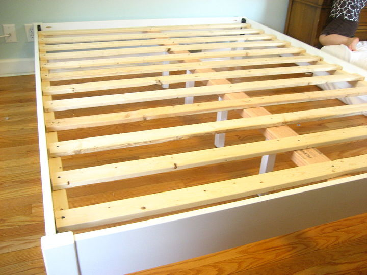 All the slats are in place - 12 in all for this queen size bed