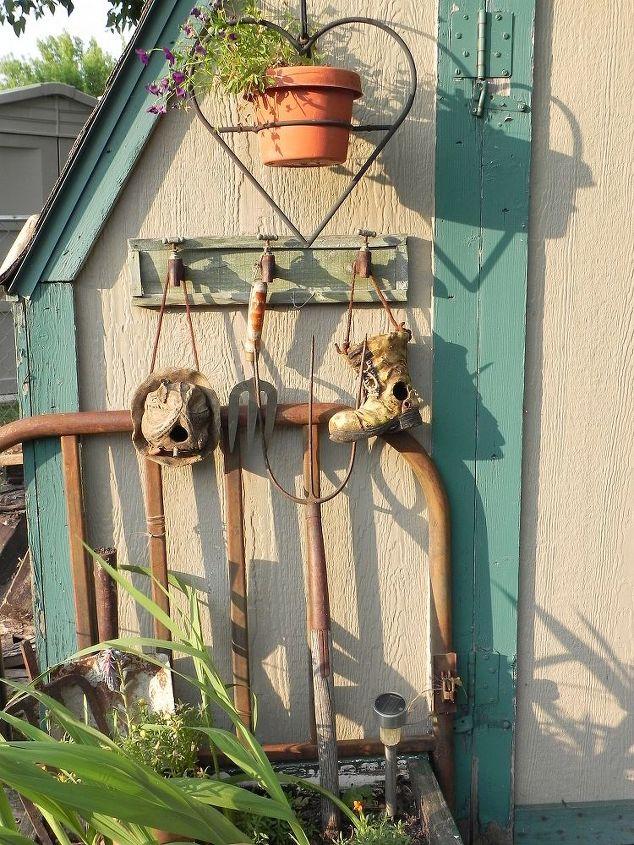 junk garden decor, gardening, home decor