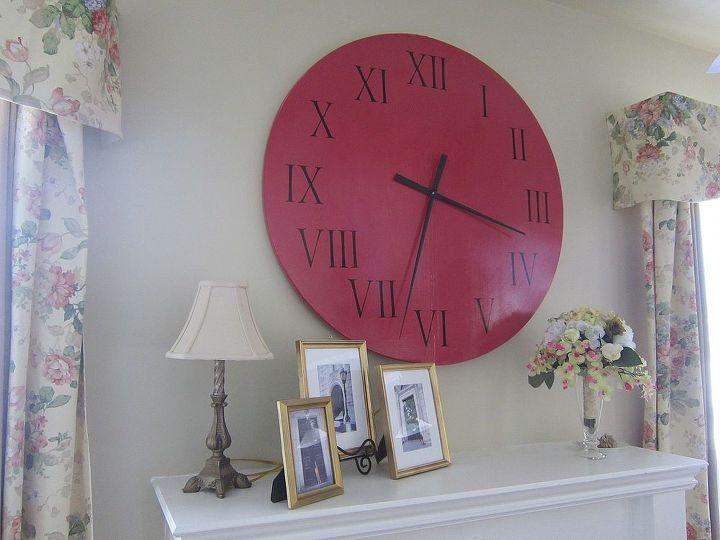 The finished clock. I painted on 2 coats of polyurethane for medium shine.
