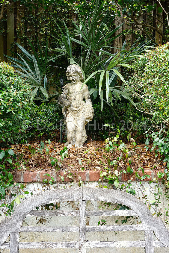 Lesson of the day: you can't go wrong with good, old, statuary