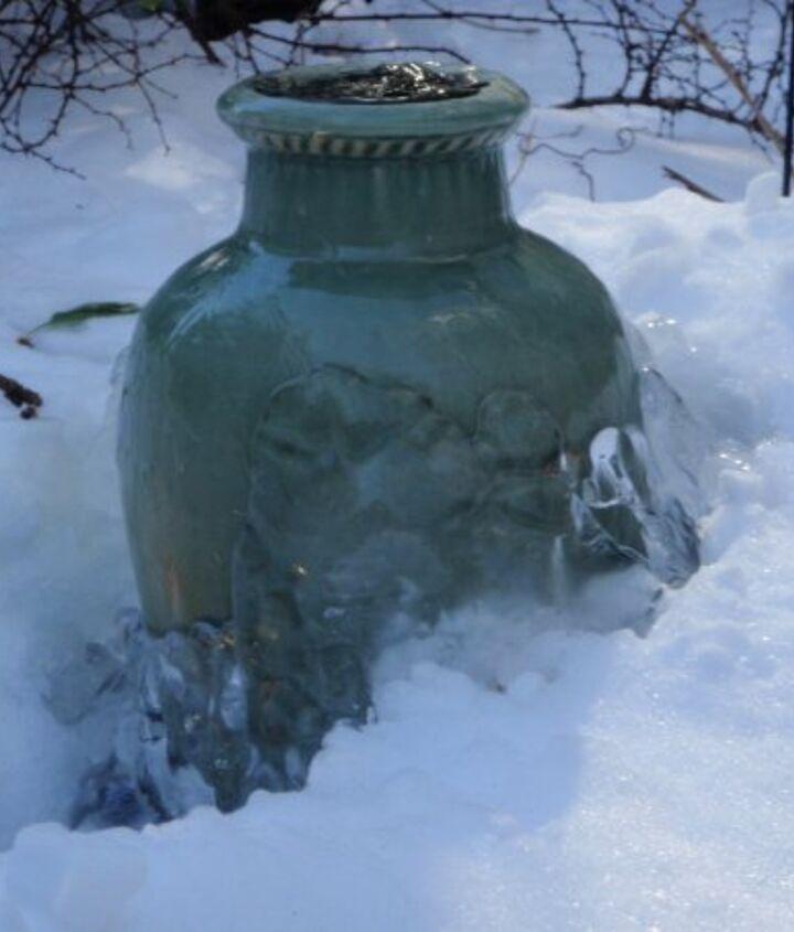 Wintertime bubbling urn by NJ Pondguys