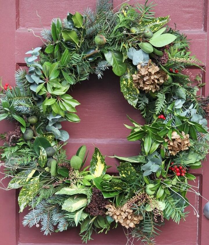 You can use just about anything you can find in a fresh wreath. This potpourri wreath has over 15 kinds of greens including pine, spruce, eucalyptus, hydrangea, figs, acuba and pieris.