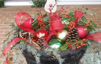 great idea for a winter outdoor planter, christmas decorations, crafts, seasonal holiday decor