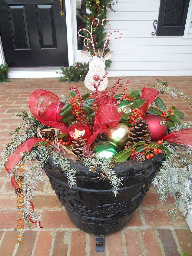 Great Idea For A Winter Outdoor Planter Christmas Decorations Crafts Seasonal Holiday Decor