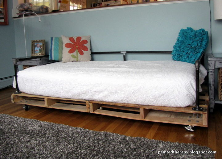 Grab yourself some pallets and make a bed today!