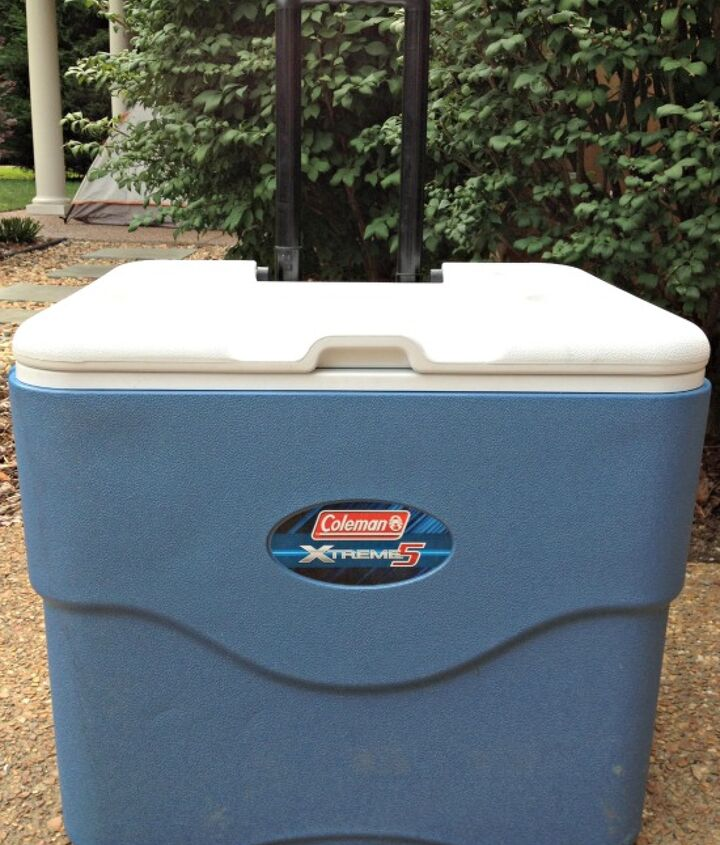 Make sure your cooler is completely dry before closing the cooler and storing for next use.