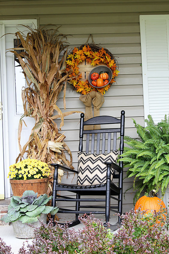 fun and festive fall porch, curb appeal, gardening, outdoor living, seasonal holiday decor, wreaths, I made the chevron pillows with inexpesive burlap fabric found at Hobby Lobby