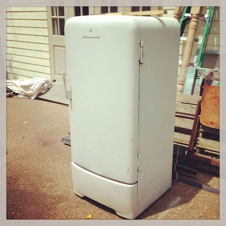 Vintage Fridge: 1950's Retro Fridge Makeover