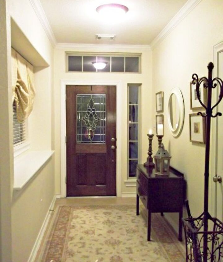 The foyer has gone through many looks over the years, but I'm finally getting closer to the look that I've been trying to achieve all this time.