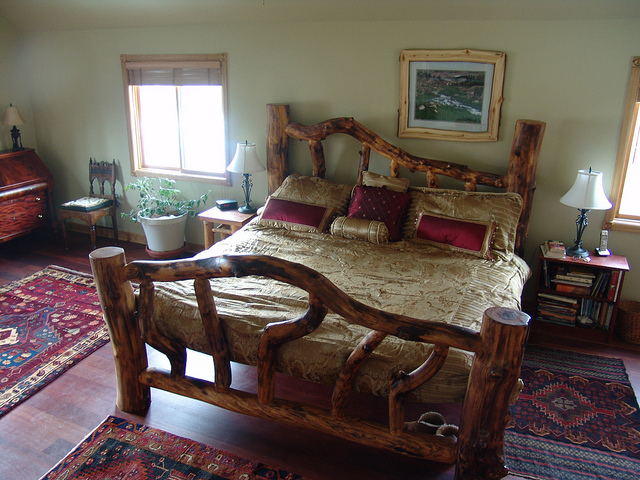King sized Aspen log bed