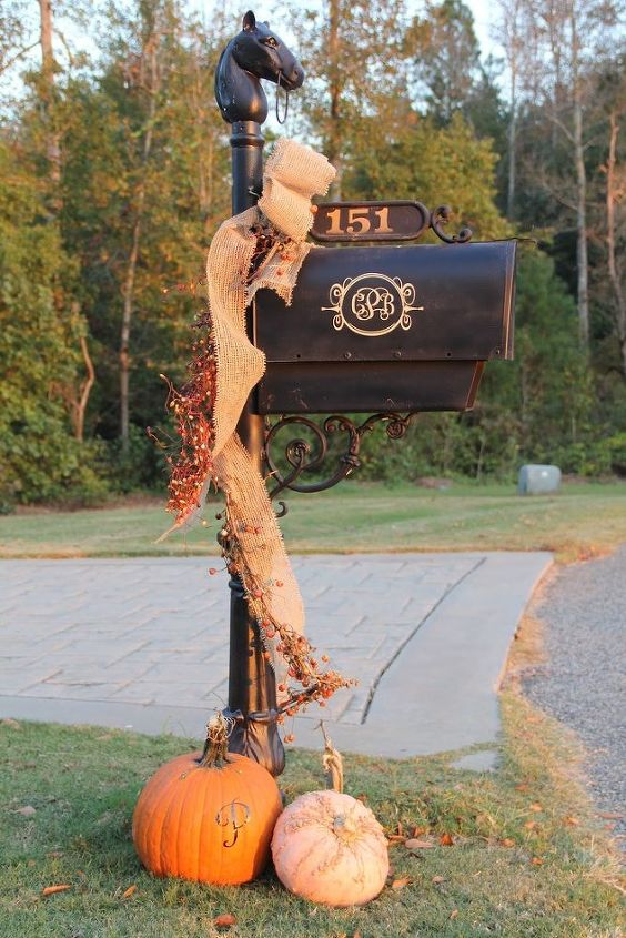 Inspired by this mailbox decor from Southern Soul Mates.