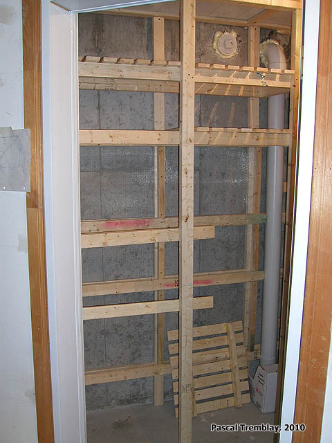 Cold Storage Room and Ventilation pipes. See how to build it: http://www.usa-gardening.com/cold-storage/cold-storage-room.html