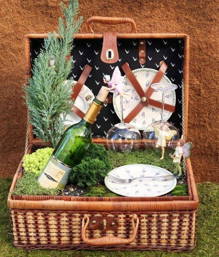 Love love love this fairy garden in a picnic basket. Adorable!