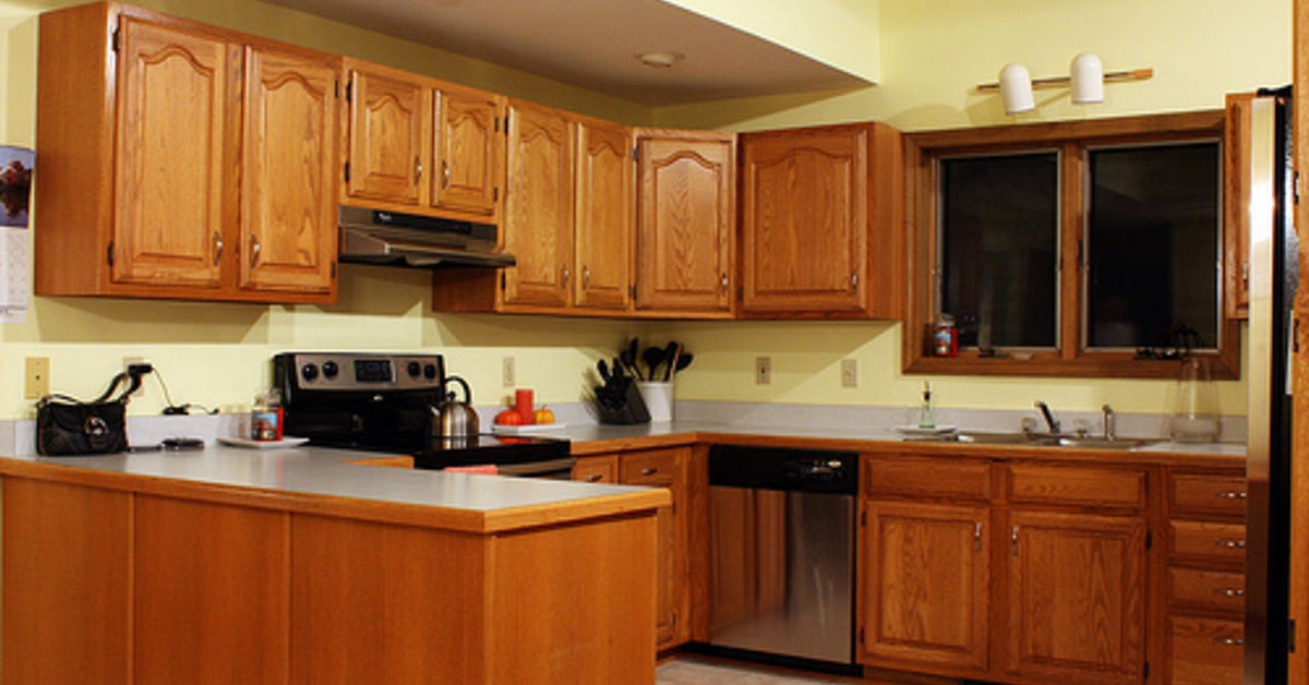 5 top wall colors for kitchens with oak cabinets hometalk - Bathroom paint colors with oak cabinets ...