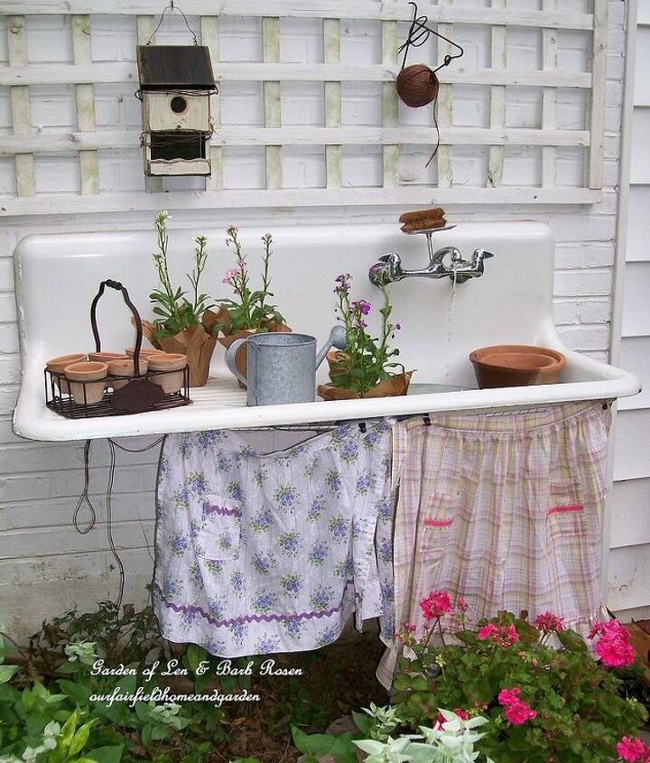 http://ourfairfieldhomeandgarden.com/everything-including-the-kitchen-sink/