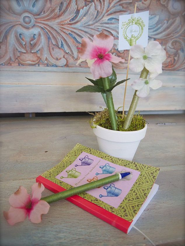 Do It Yourself Gifts Flower Pot Pen Project.Learn How to Make Flower Pens  to Give as Mothers Day or Teacher Gifts.