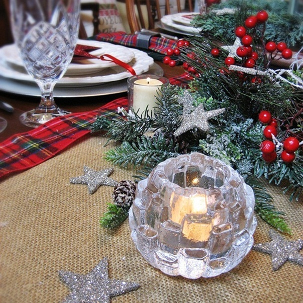 My starry burlap and plaid christmas tablescape hometalk for Burlap christmas table decorations