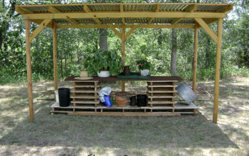 Potting Table and Tray Made From Pallets