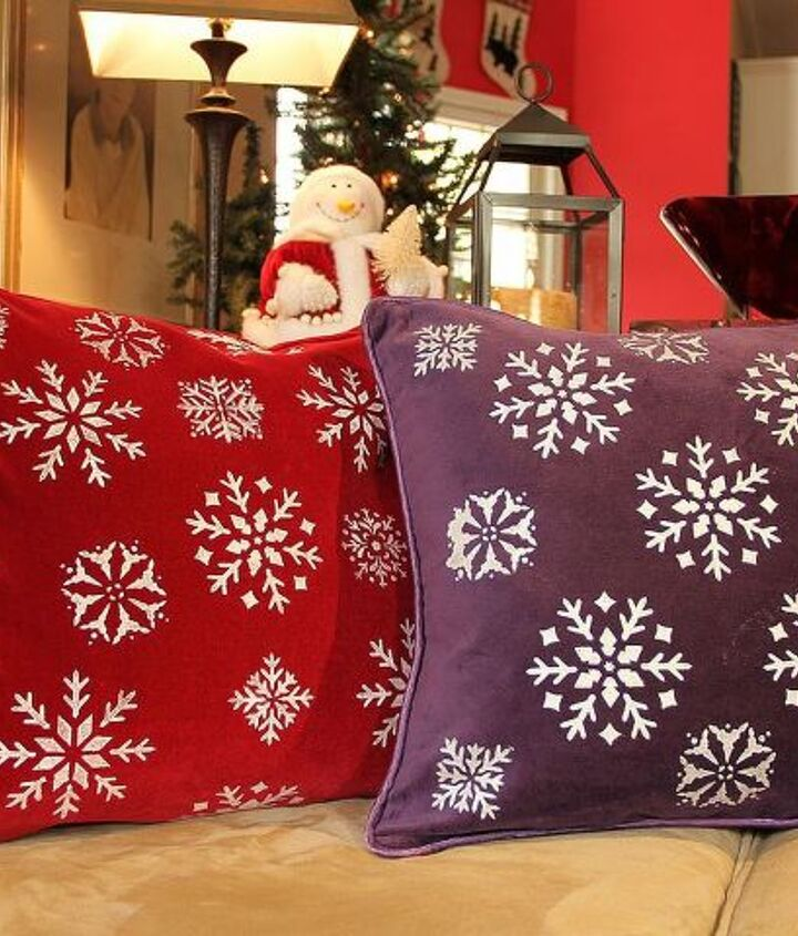 Here is another set of pillows I made using my snowflake stencil from my table runner project....get creative and have fun!