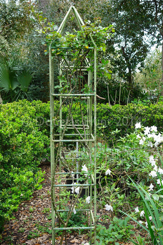 I love these tuteurs for climbing roses made from rebar.