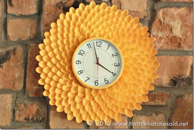 make a chrysanthemum clock from plastic spoons, crafts, Make a beautiful Plastic Spoon Chrysanthemum Clock