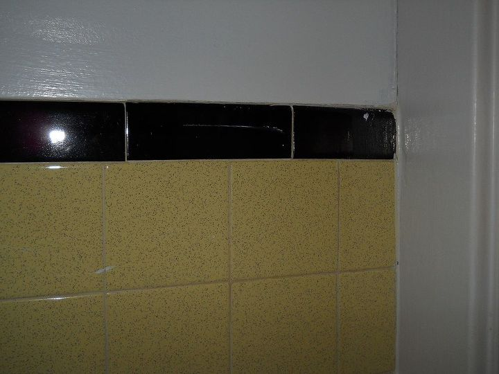 Astounding Paint Color For A Bathroom With Old Yellow Black Tiles Download Free Architecture Designs Pushbritishbridgeorg