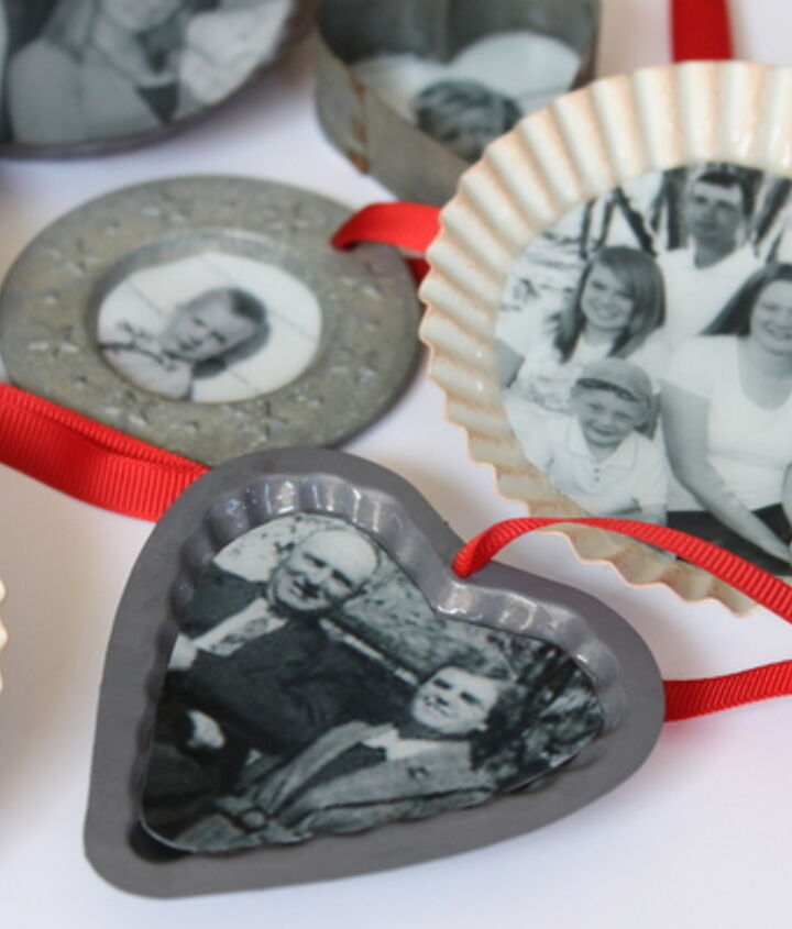 New and old pictures mix in these family tree ornaments.  http://www.craftsunleashed.com/index.php/seasonal/family-handmade-christmas-ornaments/
