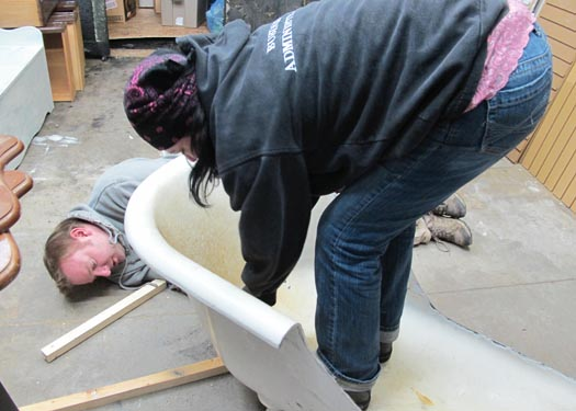 clawfoot tub to chaise lounge, painted furniture, repurposing upcycling, Adding a kickstand to the back of the tub just to make sure it doesnt tip from being weighted on one end Thanks to Mark from Iron Craft for making me some custom iron curvy little kickstands