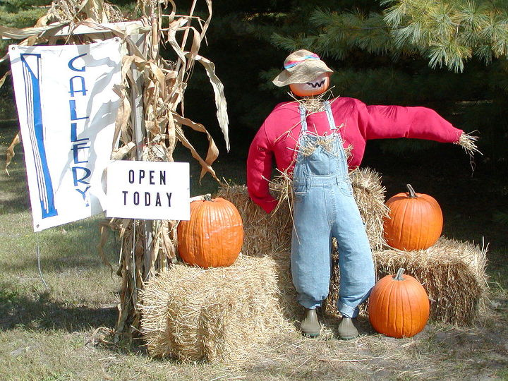 scarecrow love, outdoor living, seasonal holiday decor