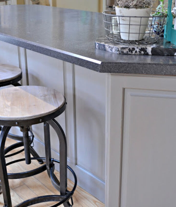 The breakfast bar and the lowers are painted with French Linen