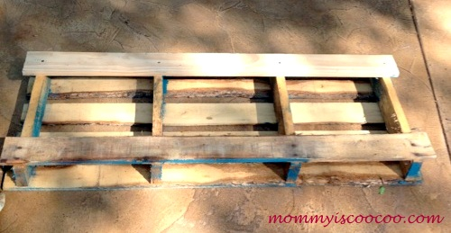 This pallet (found on big trash day) was cut down four planks on the front and two on the back and then painted blue.