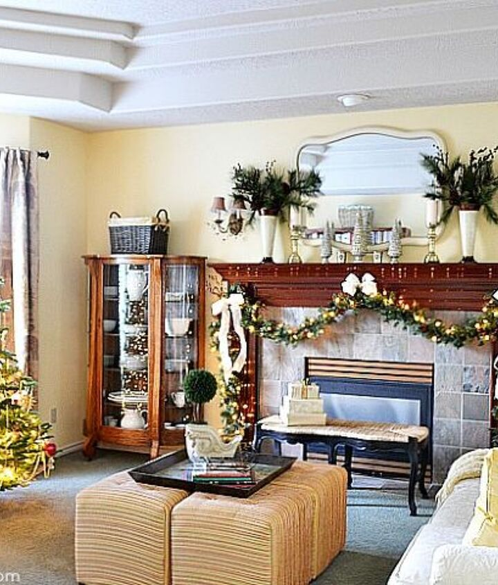 a traditional living room at christmas, christmas decorations, living room ideas, seasonal holiday decor