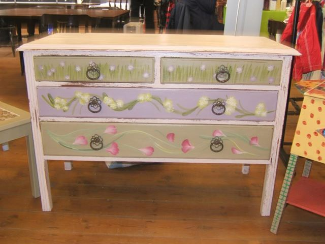 Shabby Chic and lovely drawers. Hope you like it.