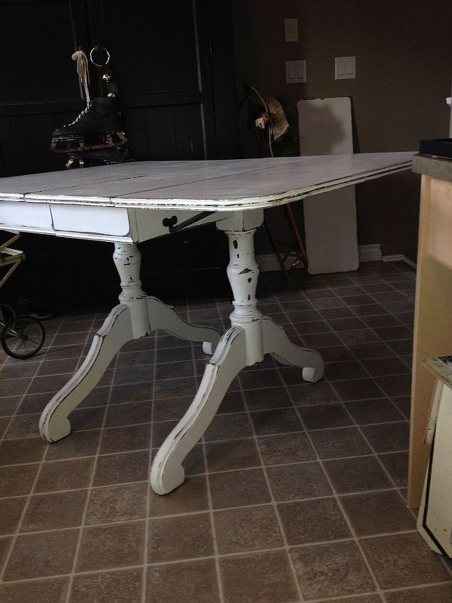 sad little duncan fife table turned gorgeous eye catching star, chalk paint, painted furniture