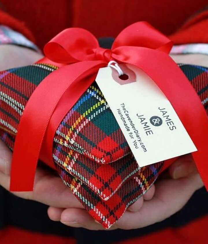 My finished pine needle sachets. Tie 3 of them together with a ribon for a perfect Christmas gift.