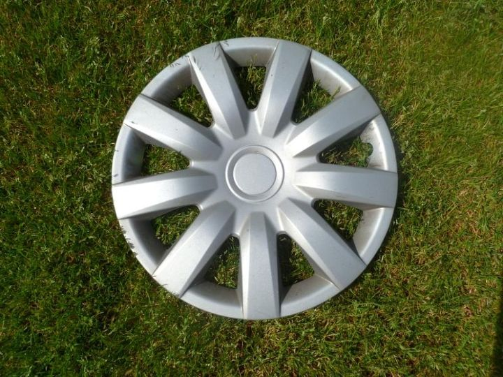 Clean hubcaps with some and water, lightly sand to paint will adhere.