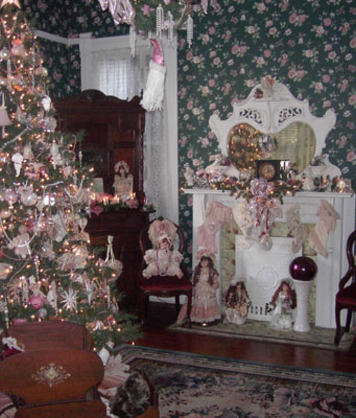 Front parlor tree....my favorite.